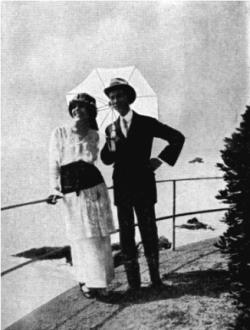Amalia-Guglielminetti-e-Guido-Gozzano-sulla-Riviera-ligure-agosto-1914-326x431.png